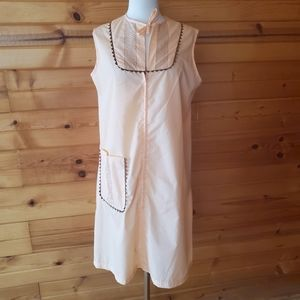 1960s Unlabeled Apricot & Brown Trim Housedress